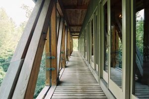 bridge_house_exteriorwalkway