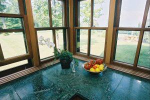 contemporary_mtn_retreat_kitchencounter