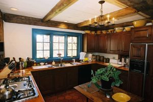vintage_post_beam_kitchen