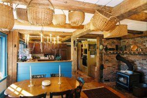 vintage_post_beam_kitchenbaskets