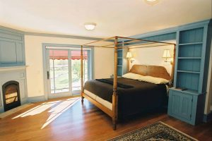 vintage_post_beam_newbedroom
